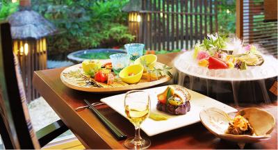 南房総の海で獲れた新鮮な魚介類と房総の山の幸を使い、卓越した技の料理を提供しています。