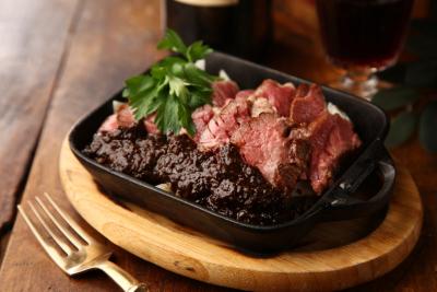 お肉が自慢!梅田・なんばのワイン&肉バル3店舗にて、SV候補を募集します。