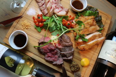 いちぼステーキなど、和牛の希少部位のステーキも楽しめる肉バルでの店舗スタッフ!