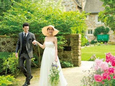 那須高原に佇む英国マナーハウスの結婚式場は、新郎新婦だけでなくゲストにも喜ばれるロケーション。