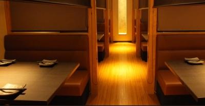 モダンな空間がお客様の大切なひと時を演出します。