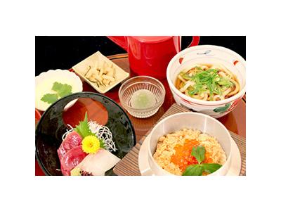 西武拝島線「東大和市駅」前にある複合アミューズメント施設内にあるレストランの調理スタッフ。