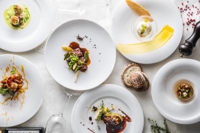 料理には特に力を入れており、季節ごとの良質な食材を使ったり、お客様の声を取り入れることもあります