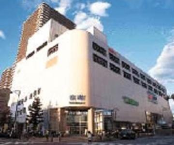 本社は、与野駅から徒歩1分、さいたま新都心駅から徒歩7分。自転車、バイク、クルマ通勤もOKです。