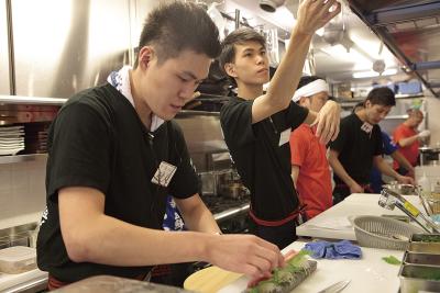 鮮度バツグンの海鮮料理が自慢の2ブランドで、店舗スタッフ(店長候補)としてご活躍を!