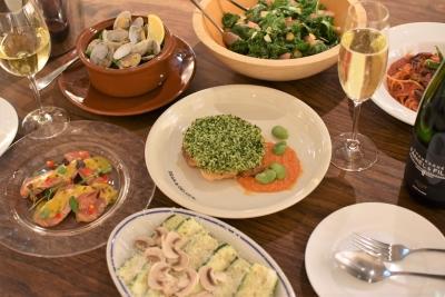 『DEAN & DELUCA』のレストラン「マーケットテーブル」でサービススタッフを新規採用。