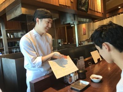 注文が入ってから、お客さまの目の前で丁寧に揚げる天ぷら◎会話も弾み、コミュニケーションも楽しめます