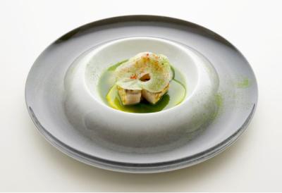 素材の持ち味を大切にした自然派フランス料理「キュイジーヌ・ナチュレル」をご提案しています