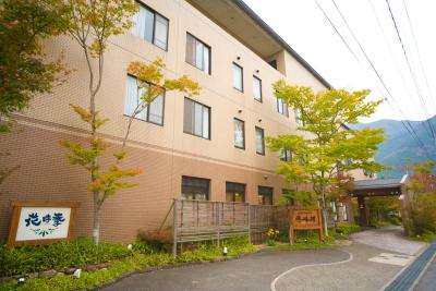 由布岳を望む自然豊かなロケーションに佇む温泉宿「ゆふいんホテル 秀峰館」で、客室スタッフ募集。