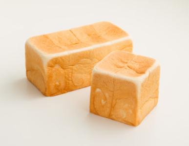 当社は、多数のメディアで高い評価をいただく、高級「生」食パンの専門店を全国に展開しています。