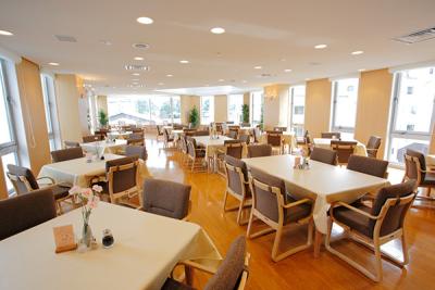 群馬県草津市にある宿泊施設にて、レストランのホールスタッフのお仕事をしてくださる方を募集しています!
