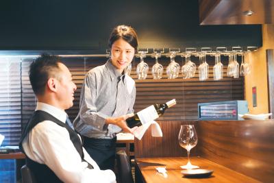 おもてなし・ビジネスマナー・ワイン講習など、多種多様な研修を用意。あなたらしくスキルアップできます!