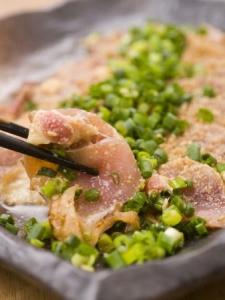 肉質に合わせて料理法を変えたり、素材も味もこだわっています
