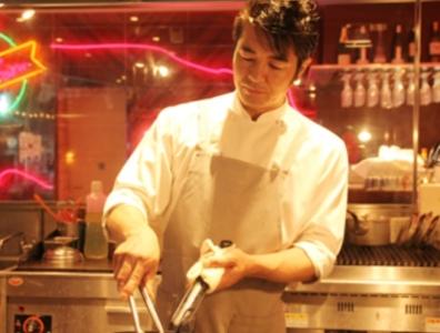 「料理人をヒーローに!」をモットーに、料理人の手仕事にこだわったメニューを提供しています。