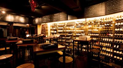 巨大ワインセラーがあるお店も!丸の内・新宿エリアにある19店舗でホールスタッフ募集!