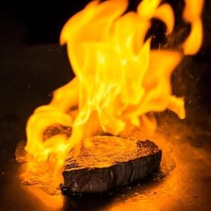 世界中の料理人憧れの地ともいえる「東京」で、ステーキ・鉄板焼き業態の新店の料理長候補募集!
