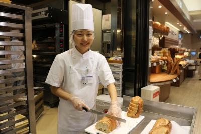 パンの神様といわれるレイモン・カルヴェル氏から引き継がれた技術がドンクの根源。実力派が育っています