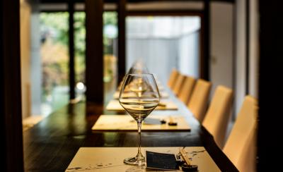 2018年10月にオープンしたばかりの、和とフレンチが融合したモダンなレストランで調理スタッフ募集!