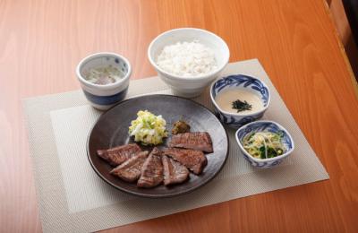 大阪・天王寺と兵庫・西宮の牛たん料理店で未来の店長めざしてステップアップ◎