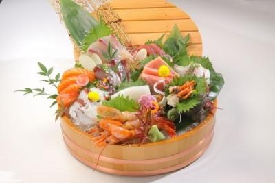 海鮮料理をメインに提供するお店で、料理長として即戦力になってくださる方をお待ちしています。