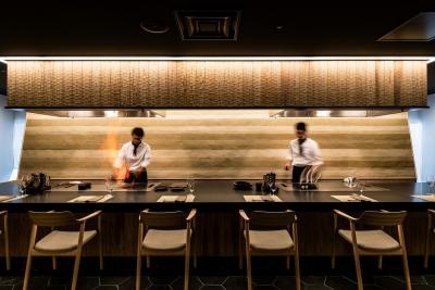 『ホテルカンラ京都』の「鉄板料理 花六」です。新宿のレストランはこちらをカジュアルにしたイメージ。