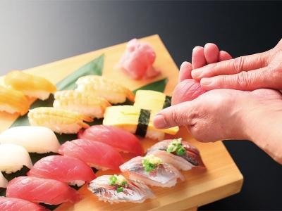 お寿司、ローストビーフ、鍋料理など、あらゆる年代・国籍の方が楽しめる豊富なメニューが自慢です。
