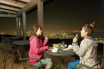 六甲の大自然を眺められるカフェやレストランで働きませんか◎未経験者、大歓迎です。