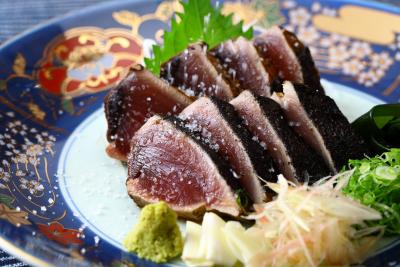 名物の鰹たたきをはじめ、土佐の郷土料理が人気です