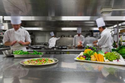20~40代まで幅広い世代のスタッフが活躍中!料理長や先輩スタッフがしっかりとサポートしていきます◎