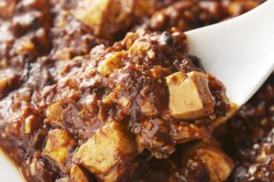 人気メニューは、黒の麻婆豆腐!上海料理を基本に100種類以上の料理をご用意しています。