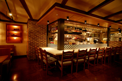 大阪・梅田にある人気のファッションビル内のカフェレストランで店舗スタッフを募集します!