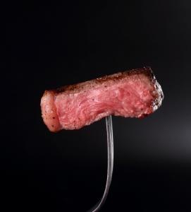 上質の肉料理と新鮮野菜のサラダビュッフェで、パーティーや各種宴会も好評です。