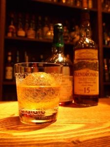 扱うお酒は、シングルモルトを中心に300本以上