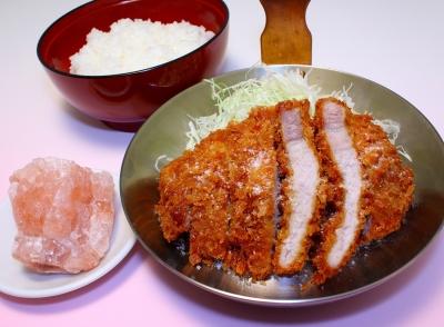カツ丼・親子丼の専門店として、定番~変わりカツ丼・親子丼を30種以上、ご提供中。