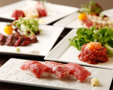 「馬肉料理 仲巳屋」は真の美食通をも驚嘆させる、コース料理メインの馬肉料理店です。