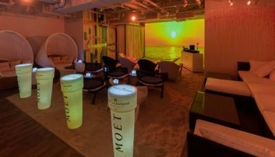 2019年7月1日にオープンした、ユニークなコンセプトのカフェ&バーでご活躍を!