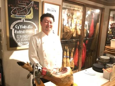 代表・植本自身でセントラルキッチンに立って下ごしらえをし、各店舗に食材を運んでいます。