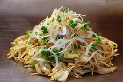 コシのあるオリジナル極太生麺の焼きそばも人気です!