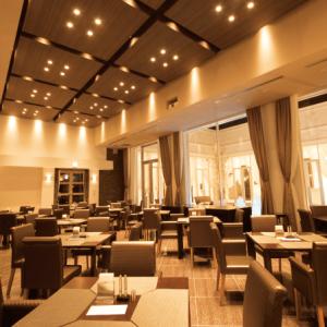 平日はレストラン営業しています。企業や団体様の宴会・パーティなどが入ることも。