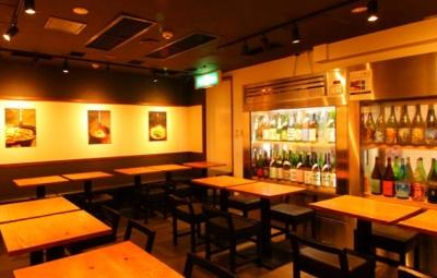 未経験でも月給27万円スタート!新大阪駅近くの日本酒専門店で、ホールスタッフとしてご活躍ください。