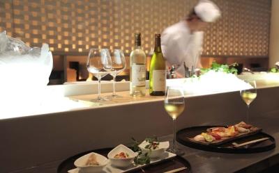 大阪駅直結♪イタリアン、日本料理、バーの3店舗が融合した、スタイリッシュな高級複合レストラン!