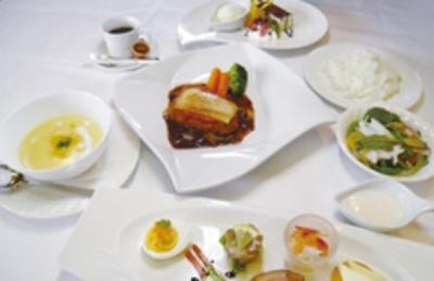 和歌山で人気のゴルフ場内のレストランで料理長候補として活躍!