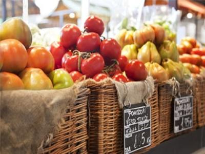 マーケットエリアでは、イタリア各地の高品質な食品を販売しています
