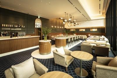 博多の景色がのぞめるホテル最上階のレストランでサービススタッフとして活躍!