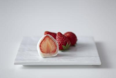 いちごやイチジク、マンゴー、りんごなど旬のフルーツを使用したフルーツ大福が大人気のお店です。