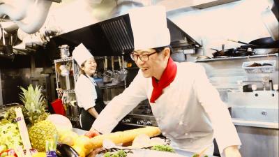 お客さまとのお料理に関する打ち合わせに同席していただくこともあります。
