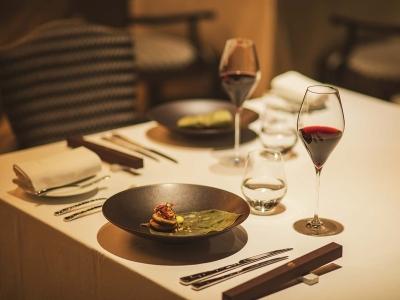 箱根のリゾートホテル内にあるフレンチレストランで、サービススタッフとして活躍しませんか!