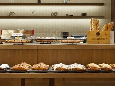 複合リゾート施設内にあるベーカリーカフェ。調理師免許をお持ちの方、飲食業経験がある方は優遇します!