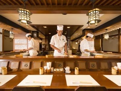 1975年創業の串揚げと日本料理の老舗で、キッチンスタッフを募集します。