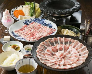 オリジナルの石鍋料理が人気のレストランで調理スタッフとして活躍しませんか!